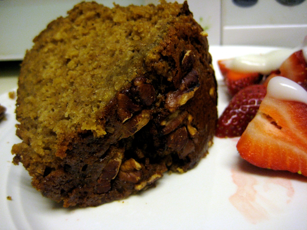 apple sauce spice cake with strawberries and yogurt