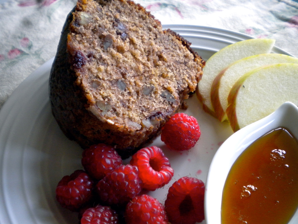 rosh hashanah jam cake with fruit and honey