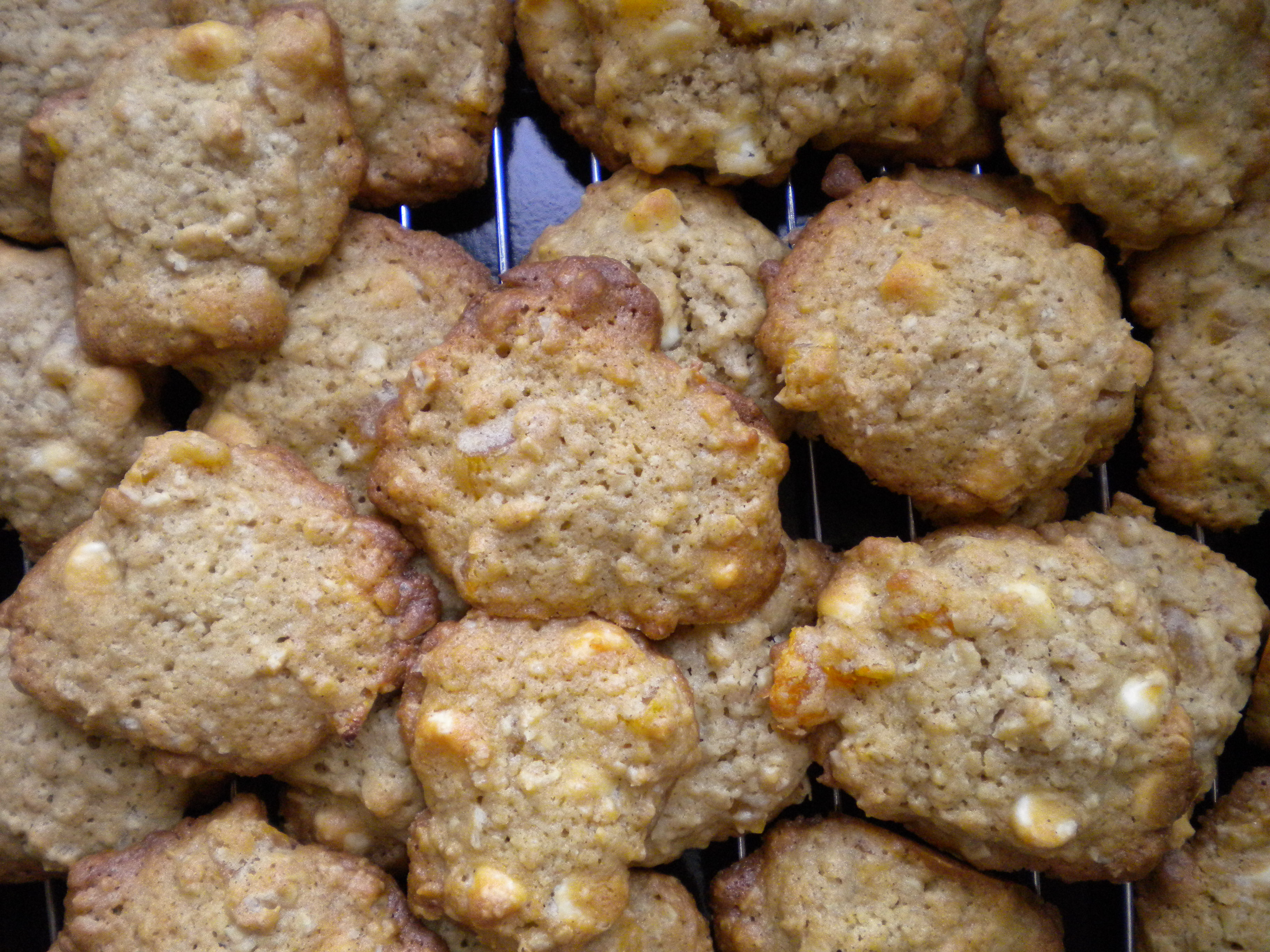Oatmeal, Apricot and White Chocolate Chip Cookies | Voila!
