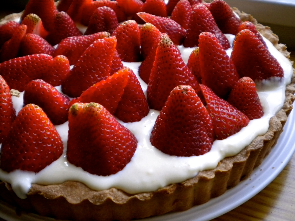 summer strawberry tart